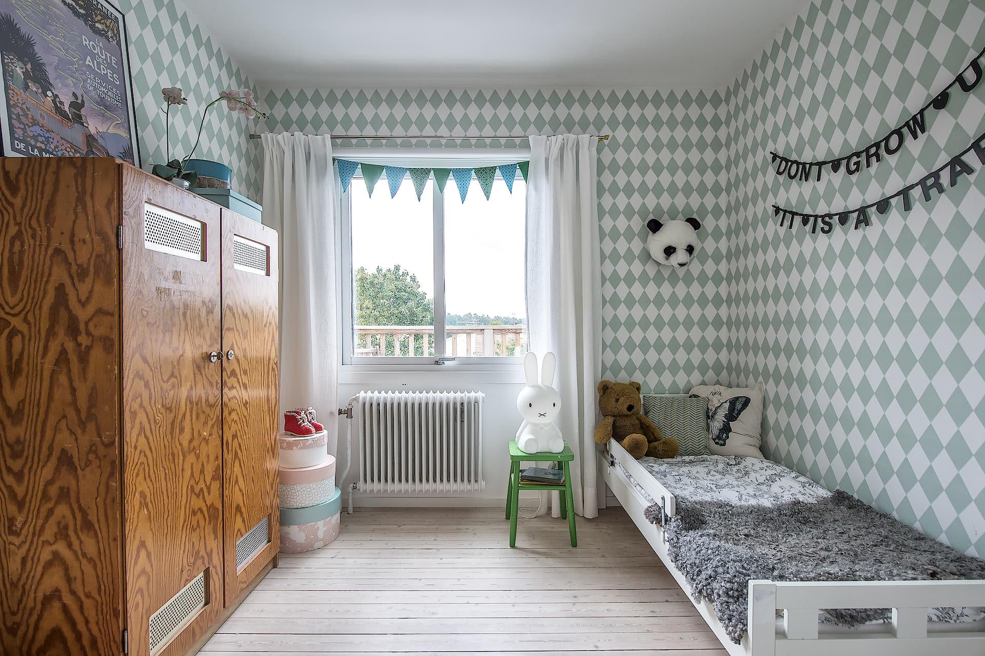 детская комната кровать шкаф