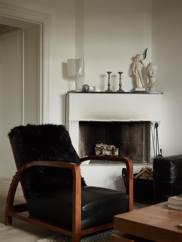 гловой камин дрова кресло