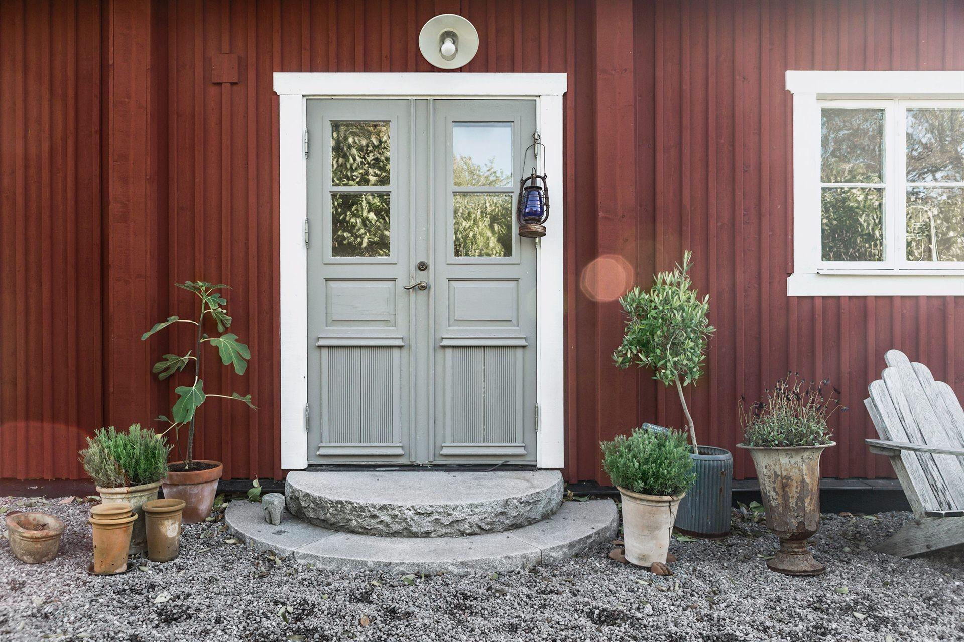 деревянный дом входная дверь ступени