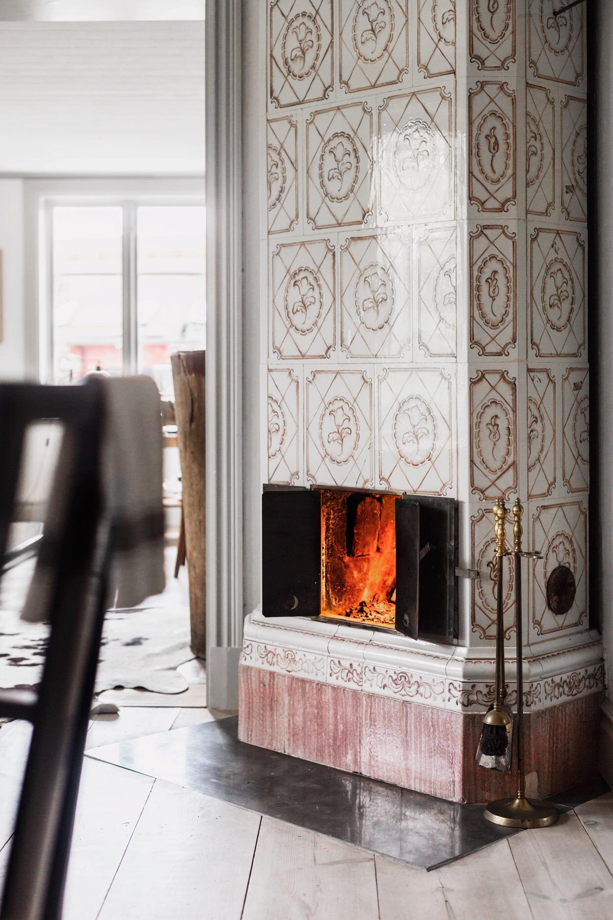 израсцовая печь деревянный пол