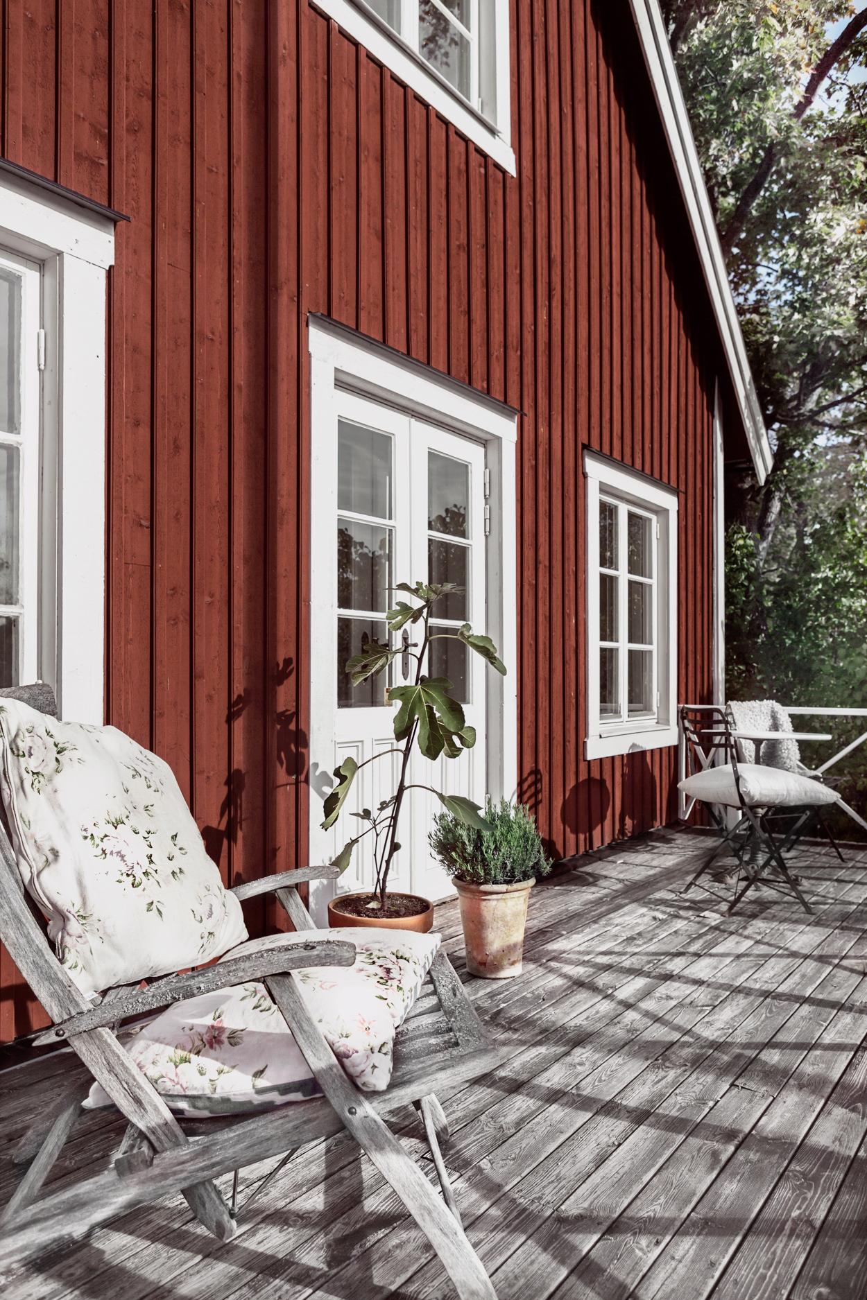 деревянный дом терраса деревянный настил уличная мебель