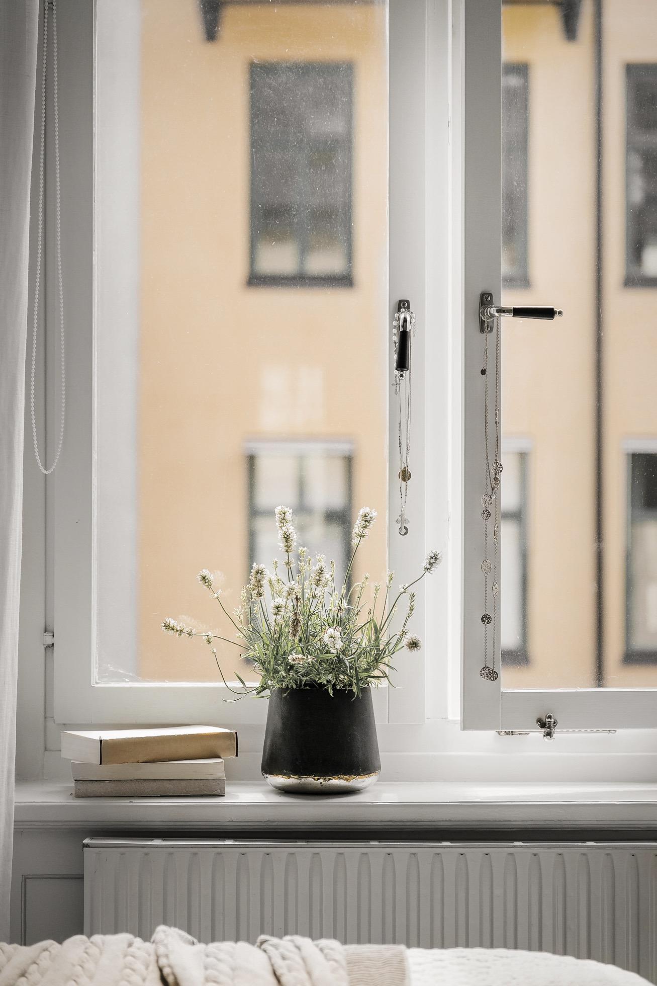 окно подоконник