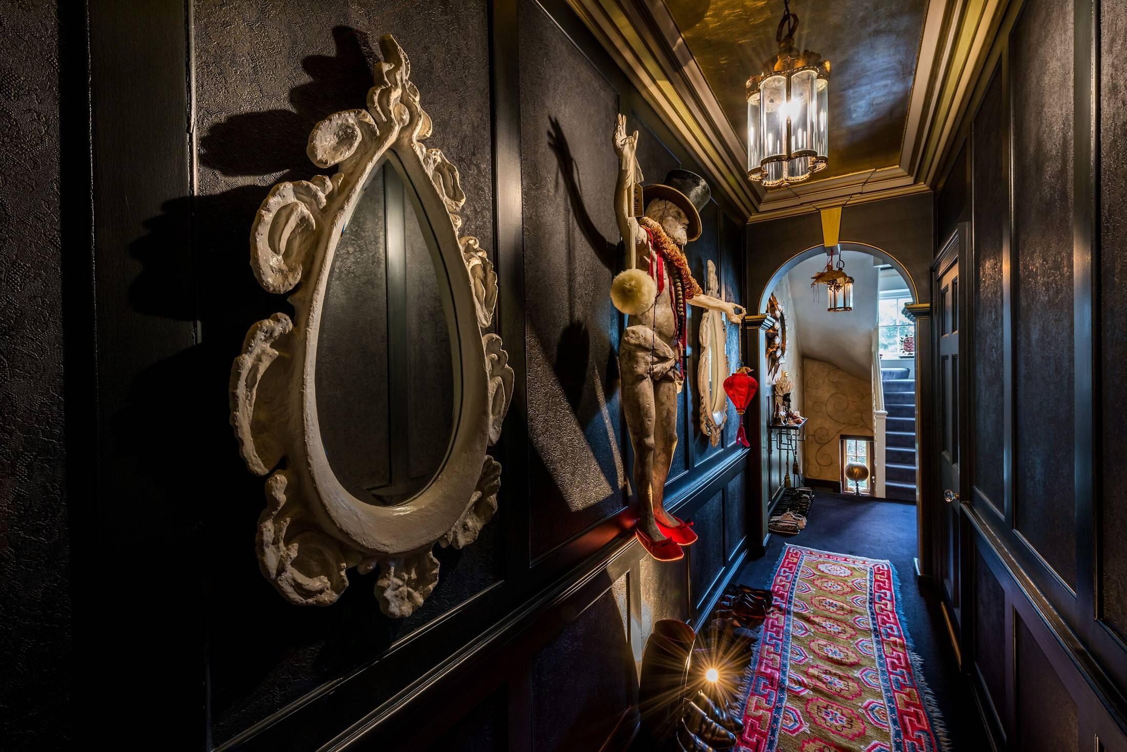коридор лестница арка