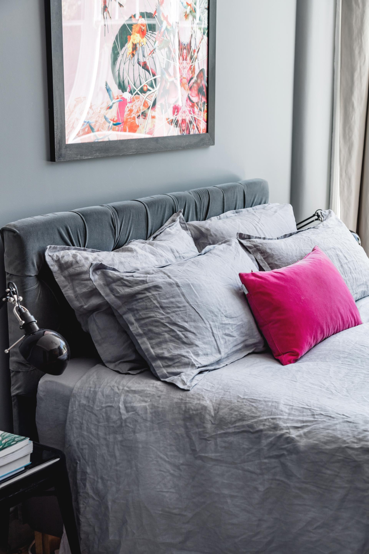 кровать в спальне текстиль изголовье