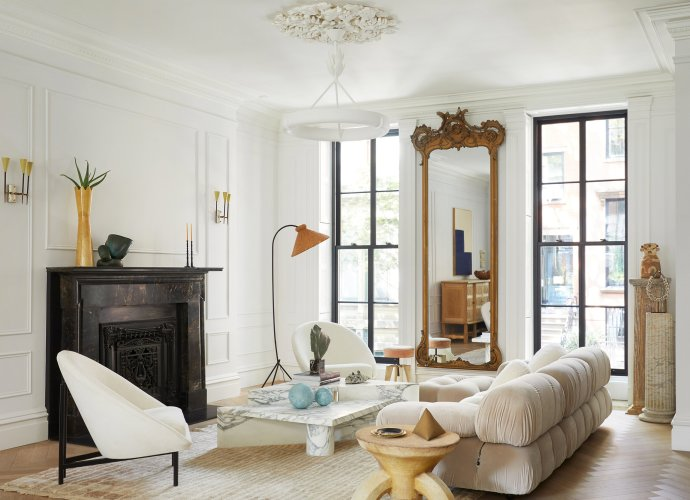 гостиная камин зеркало высокий потолок