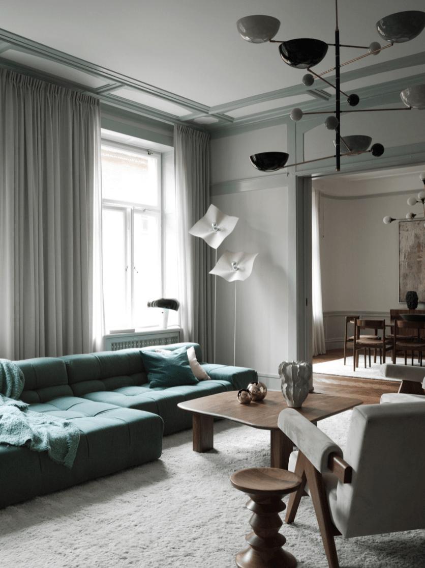 гостиная диван ковер окно