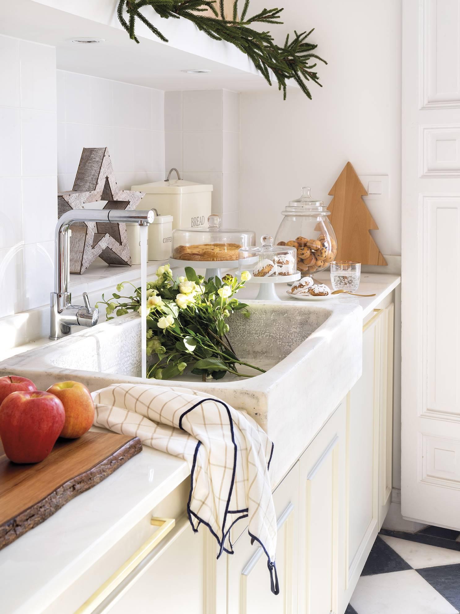 новогодний декор на кухонной столешнице