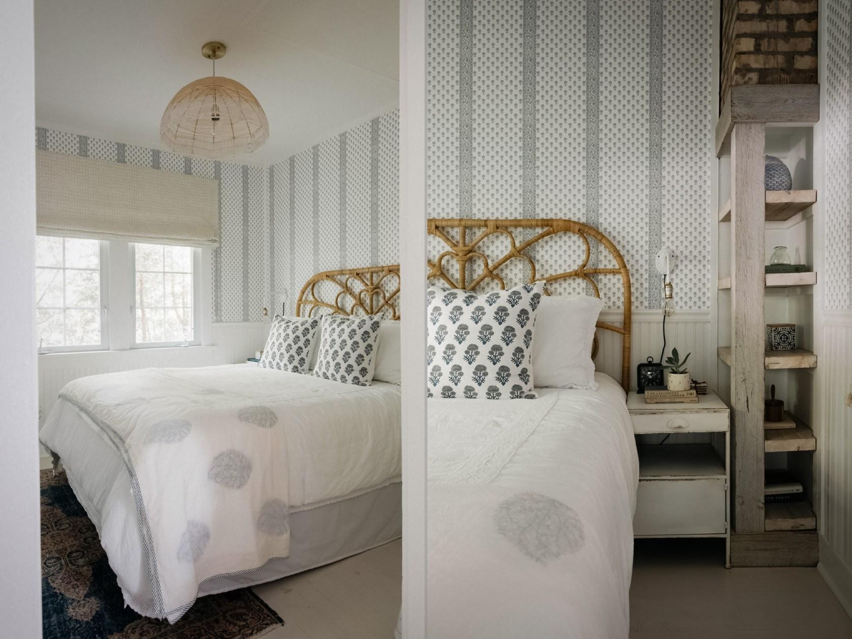спальня кровать плетеное изголовье