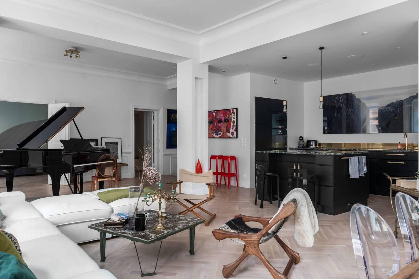 кухня гостиная рояль колонна