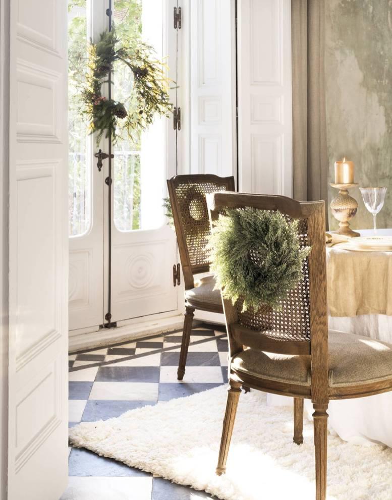 новогоднее украшение стула