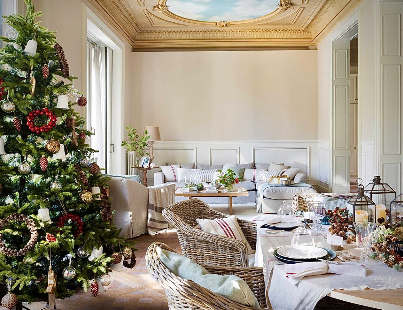 гостиная новогодний декор елка сервировка