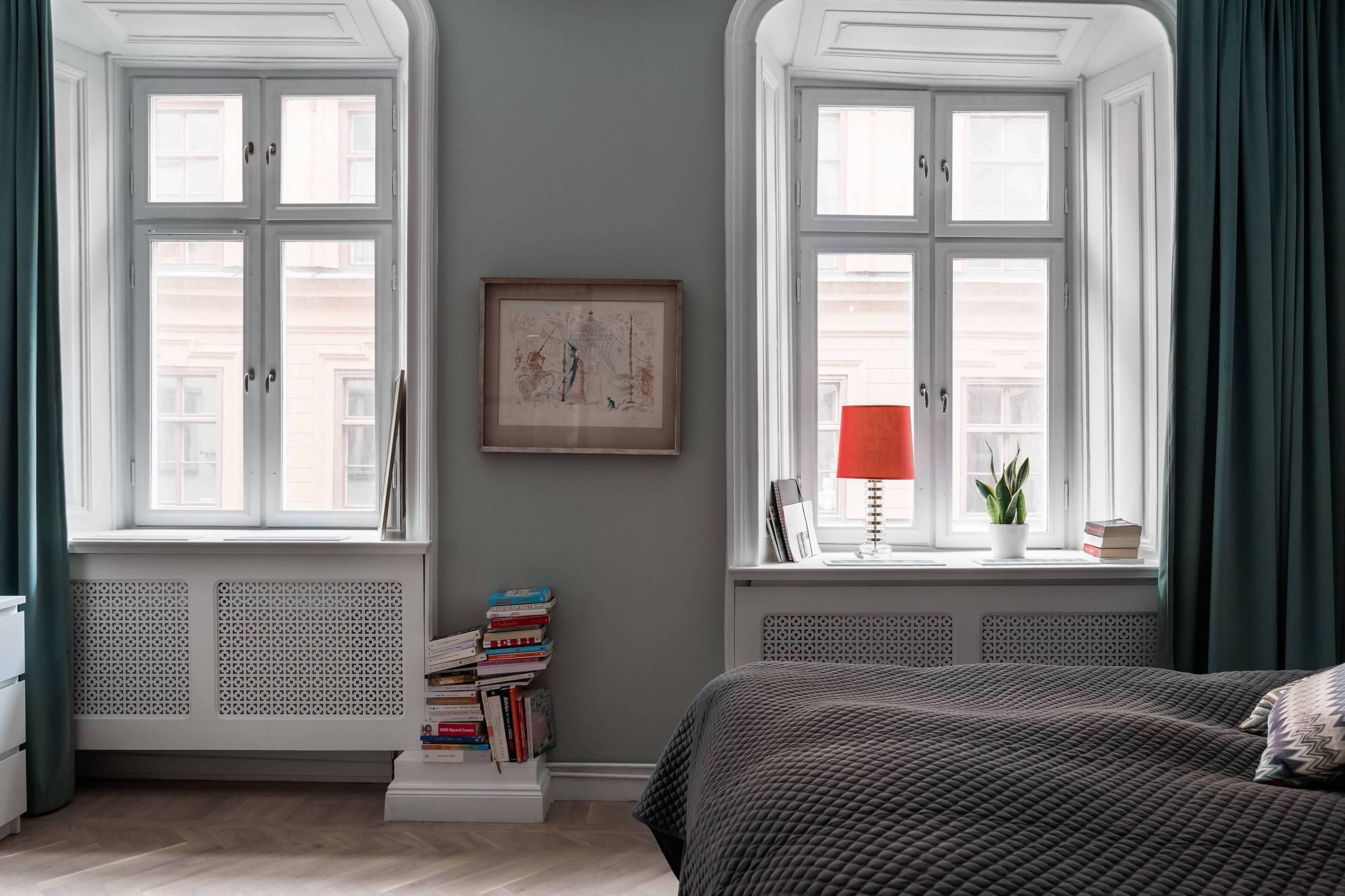 спальня экран радиатора окно откосы