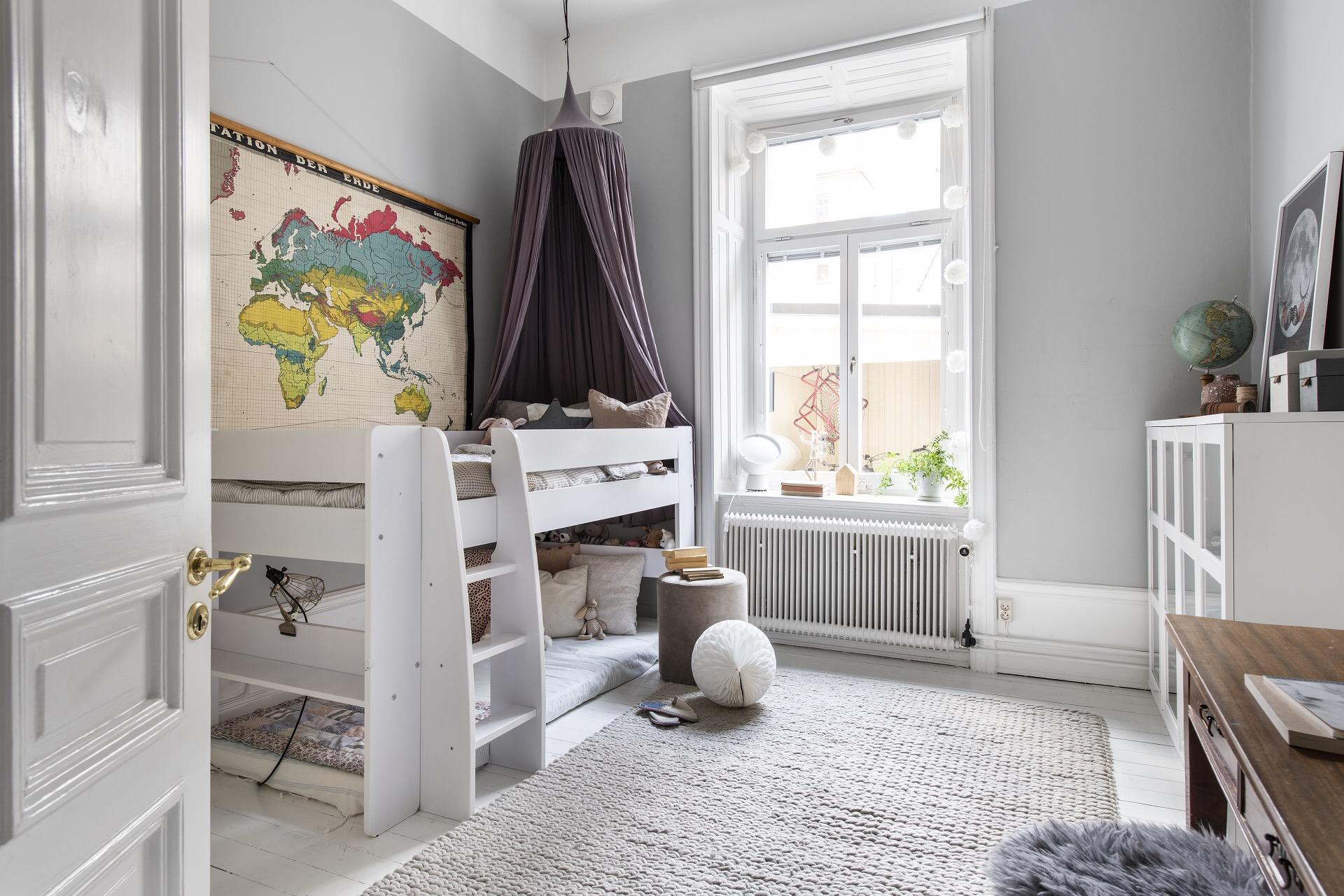 детская двухъярусная кровать с балдахином