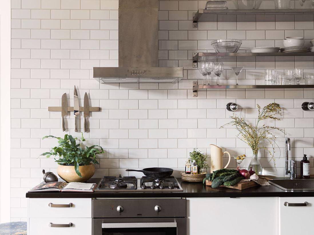 квартира 59 квм кухонная мебель плита вытяжка