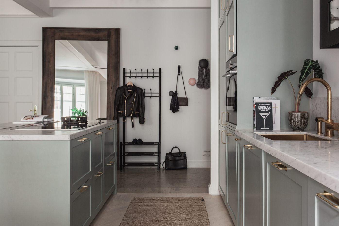 квартира 67 квм кухня прихожая зеркало