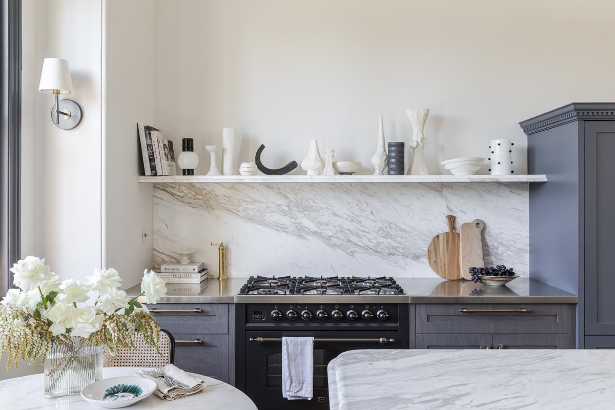Дом в Австралии кухня полки