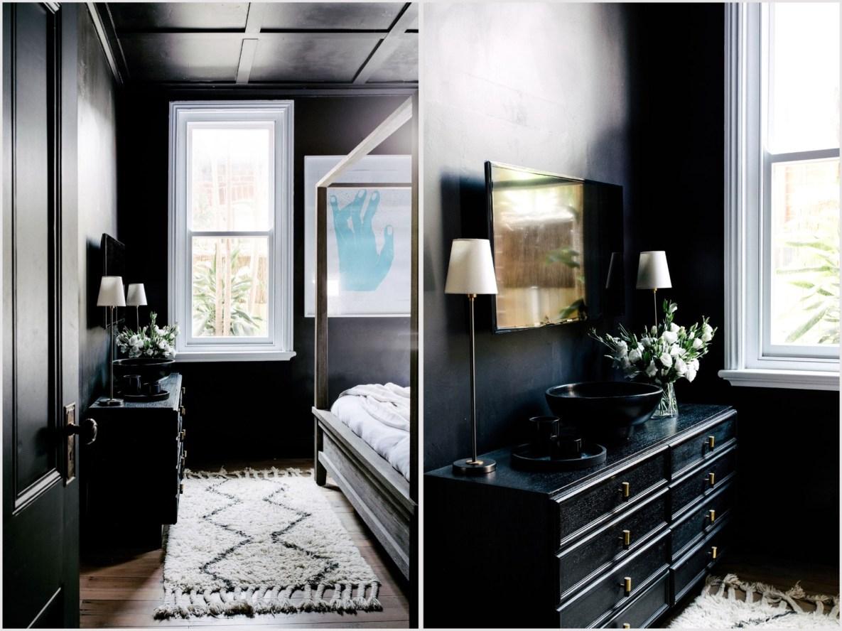 Дом в Австралии спальня темный комод