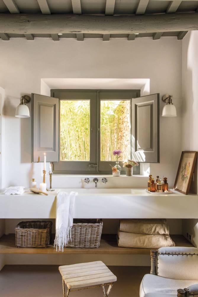 Дом в Испании Ванная комната окно раковина
