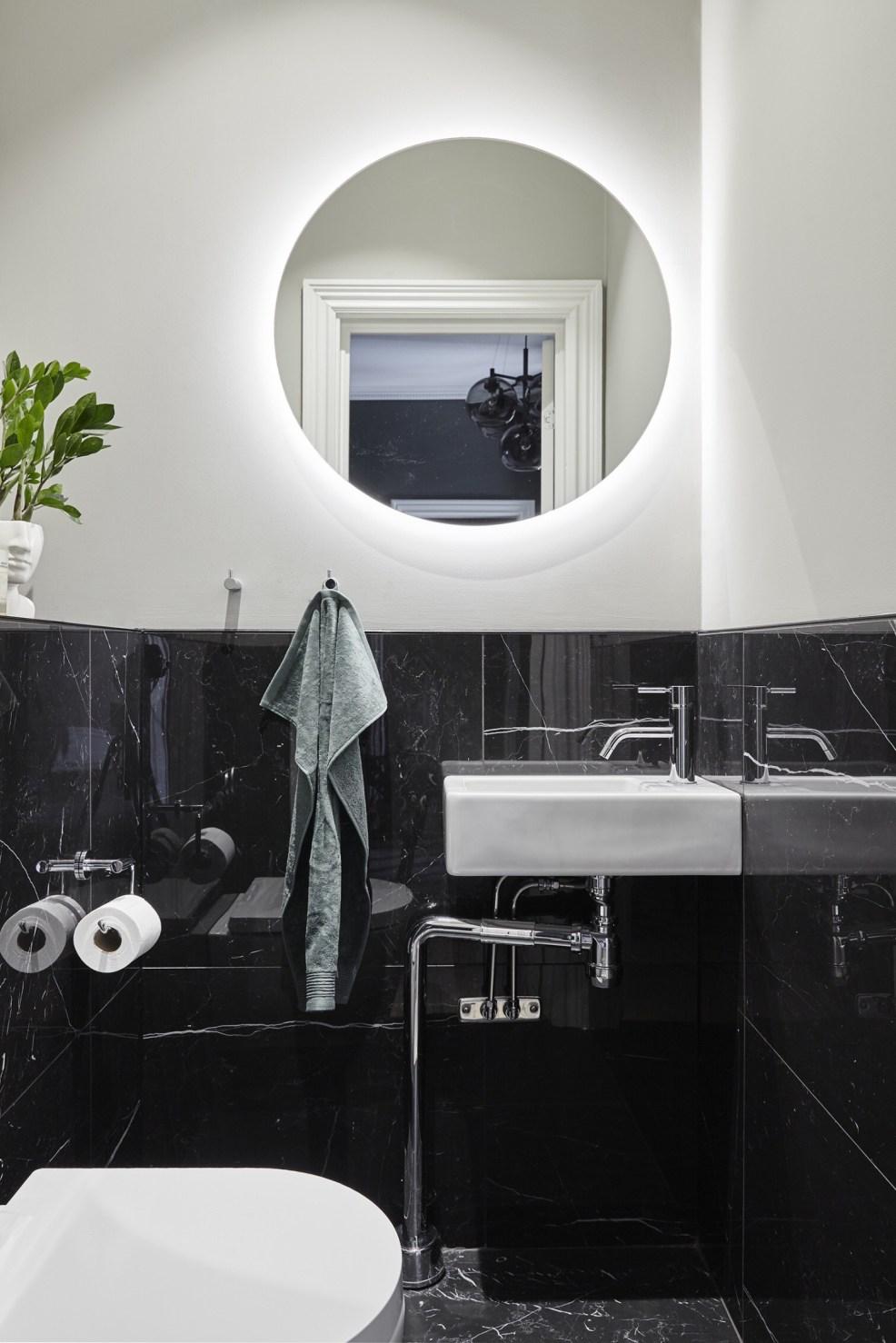 bathroom black ceramics