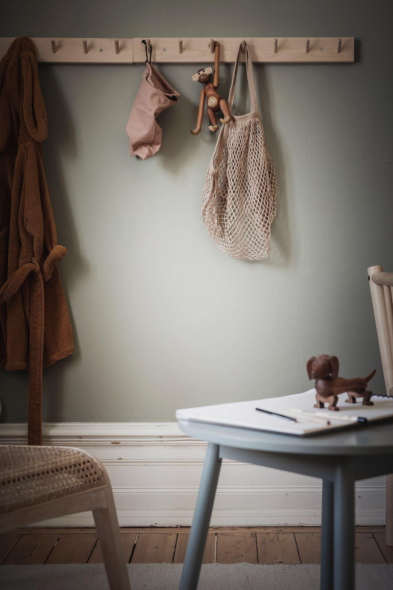 kids room wood hanger