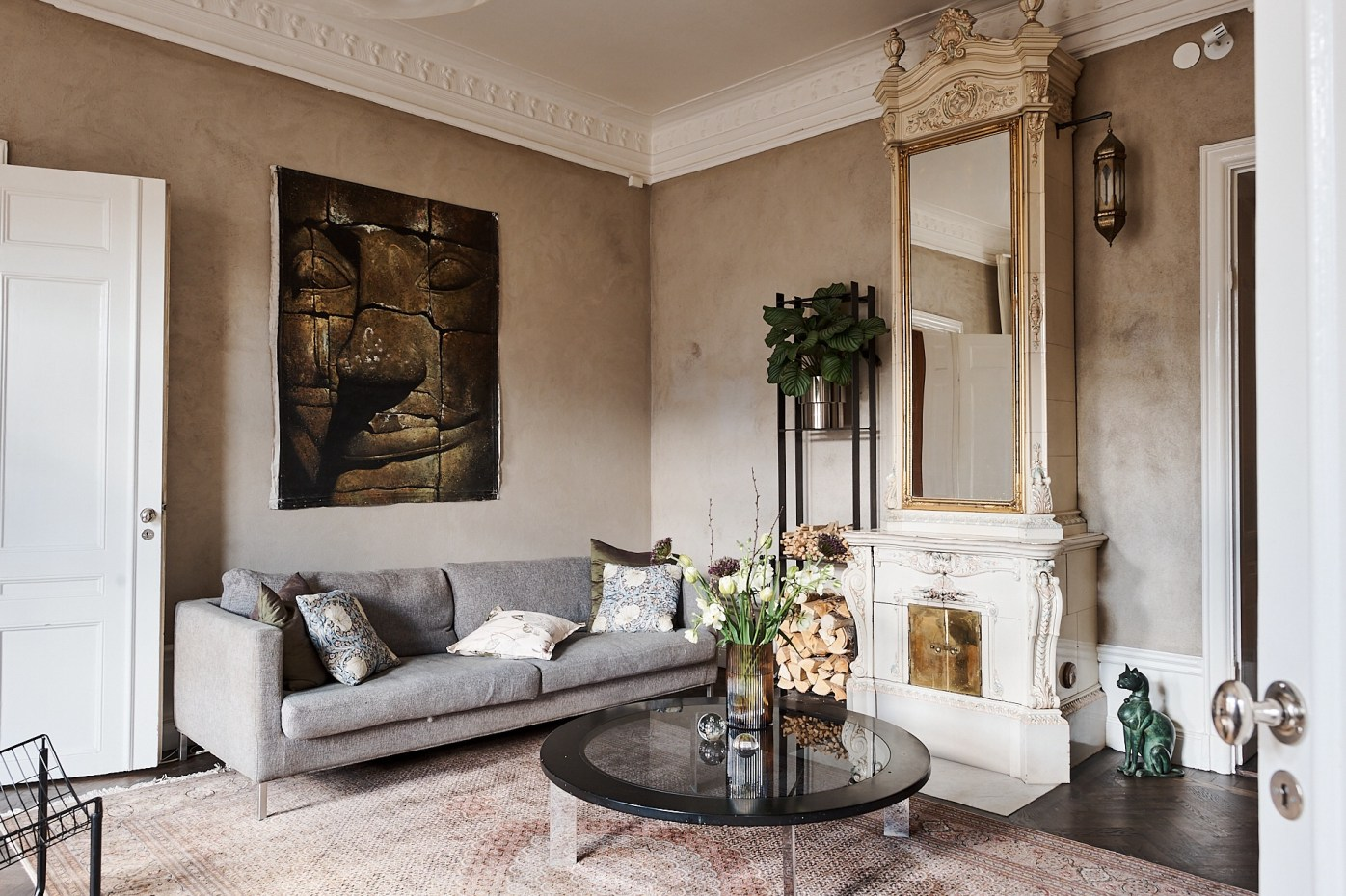living room sofa fireplace
