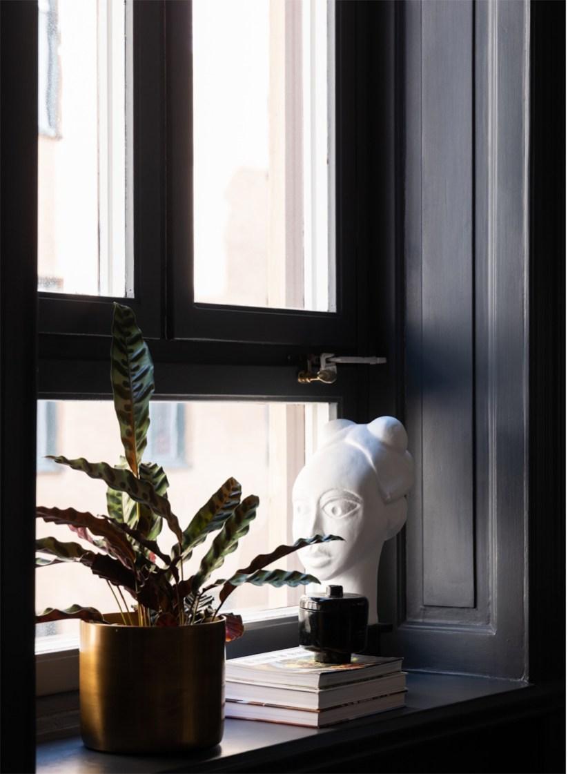 30638 dark painted kitchen window frame
