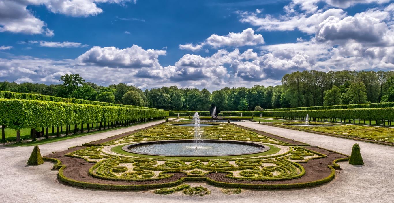 Geyser-like fountains modern outdoor fountains