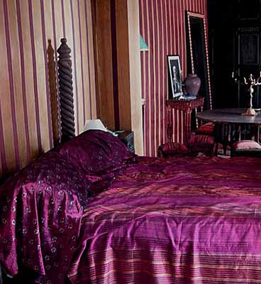 moroccan bedroom gold purple Exotic Moroccan Bedroom Decorating, Light and Deep Purple