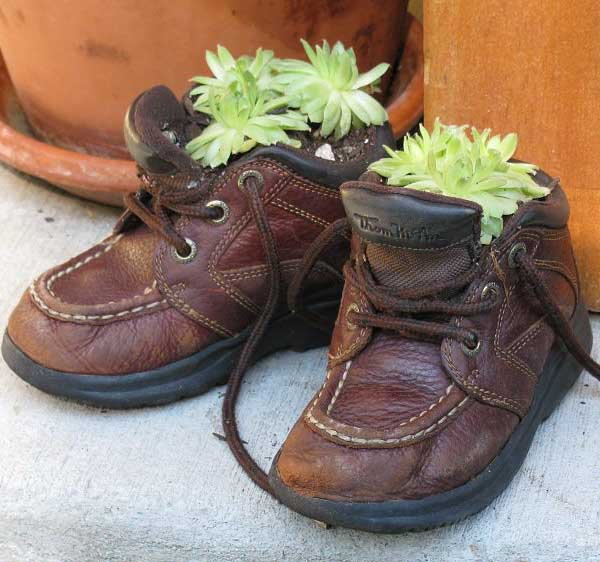 Plants and Flowers in Old Shoes and Boots 20 Creative Garden Decorations