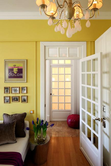 Bright Decorating Colors Turning Small Apartment Into