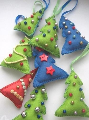 22 Felt Christmas Crafts Homemade Christmas Tree Decorations