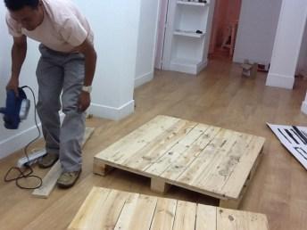 La mesa nos llega en dos partes, los dos pales vienen listos para ensamblarlos y hacer de ellos el sobre de la mesa