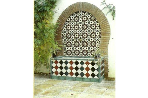 Pilón o fuente de azulejería árabe andaluza