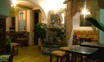 https://i0.wp.com/decoracion-arabe.com/wp-content/uploads/2015/04/04_teteria_banuelo_salon_granada.jpg