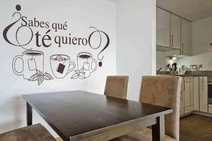 Decorar una pared con letras y vinilos