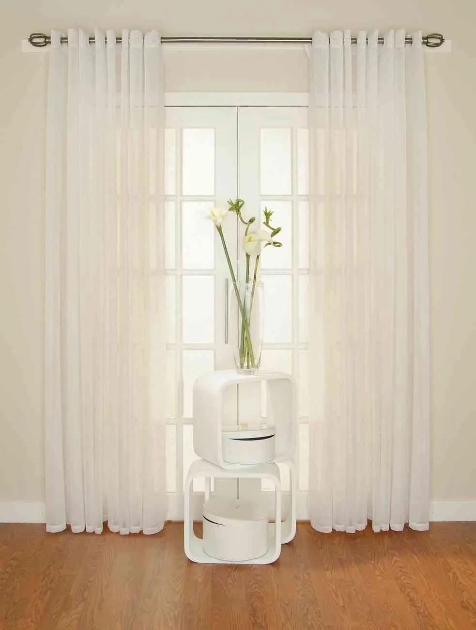 Truco para mantener las cortinas blancas