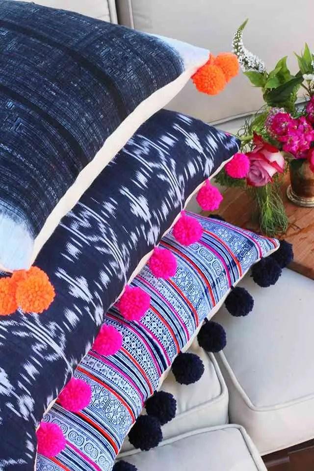 DIY Cmo hacer originales cojines con pompones para tu sof