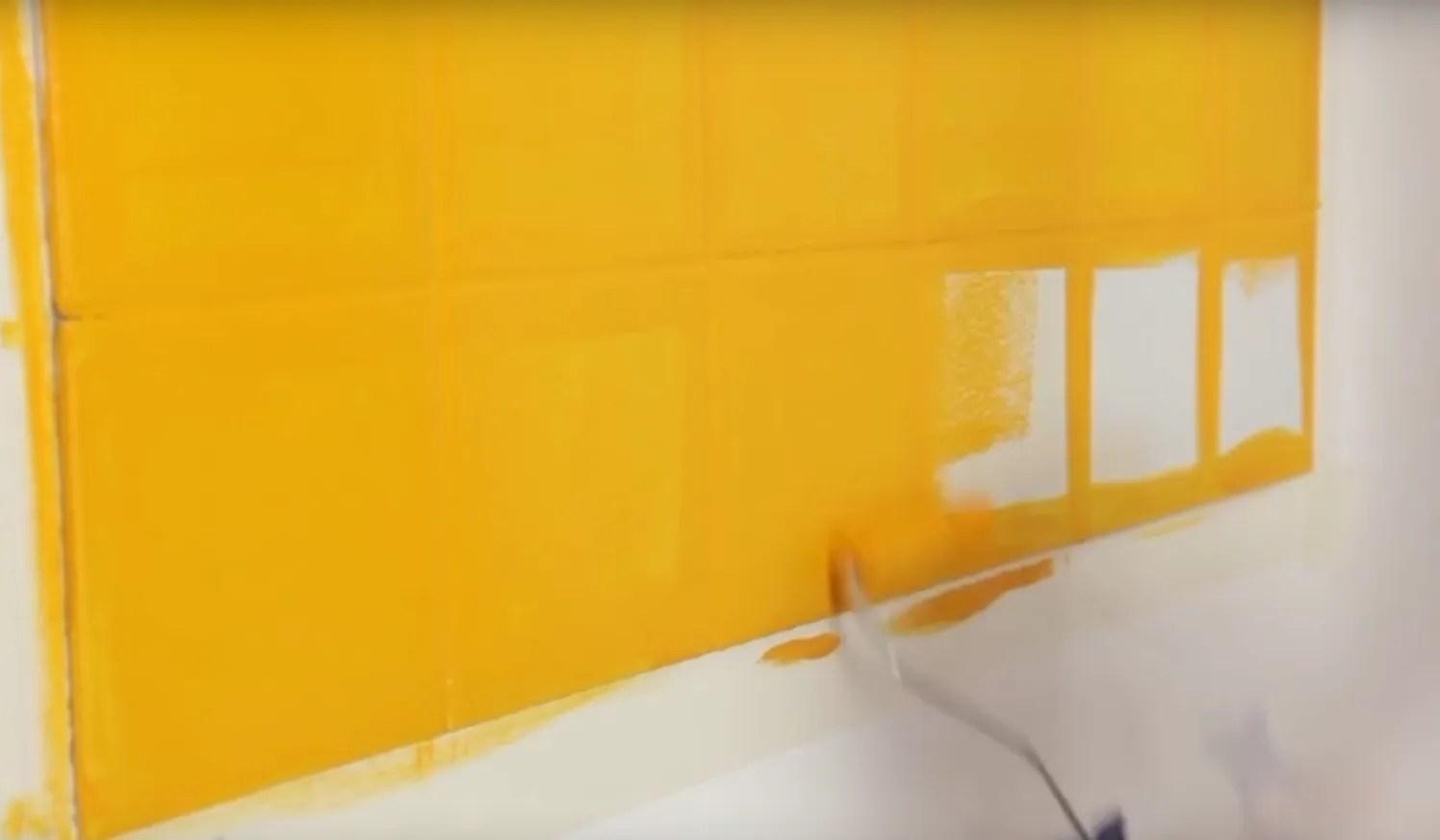 Pintar los azulejos de la cocina cambia su look