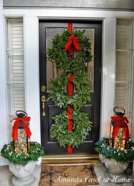 door-with-garlands