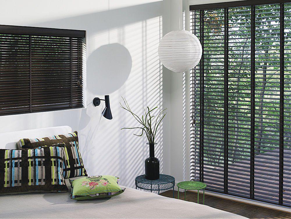C mo colocar unas cortinas novedosas en tu sal n cortinas for Tipos de cortinas para salon