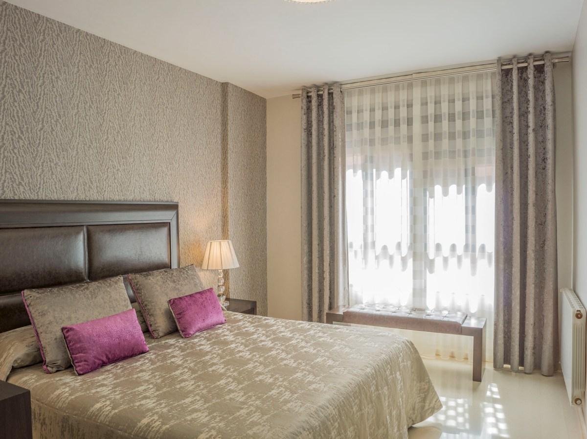 Un dormitorio para una pareja especial  Villalba Interiorismo