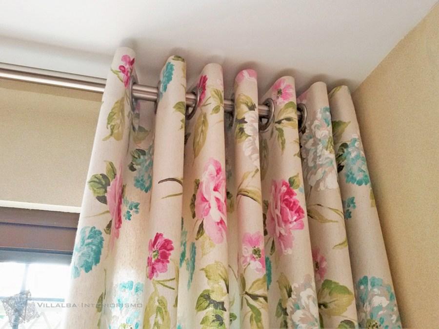 Combinando flores y rayas en un saln  Villalba Interiorismo