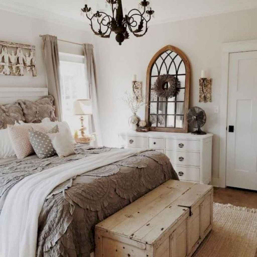 14 Cozy Small Master Bedroom Decorating Ideas