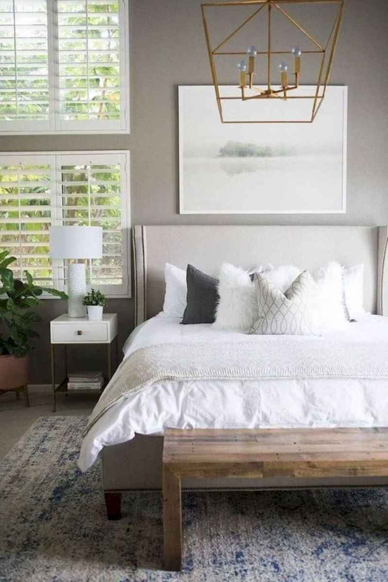 31 Cozy Small Master Bedroom Decorating Ideas