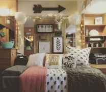 03 Cheerful Christmas Dorm Room Decorating Ideas on A Budget