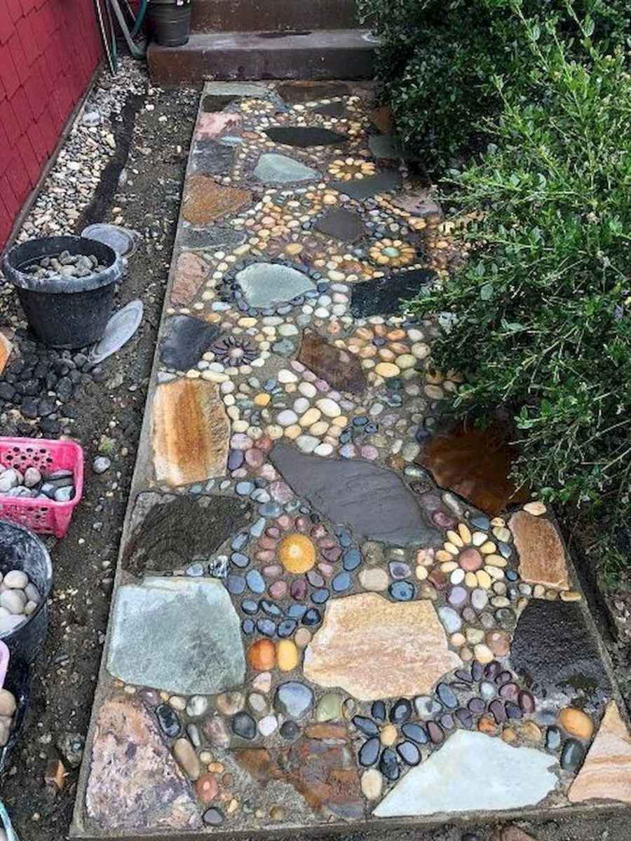 21 Magnificent DIY Mosaic Garden Path Decorations For Your Inspiration