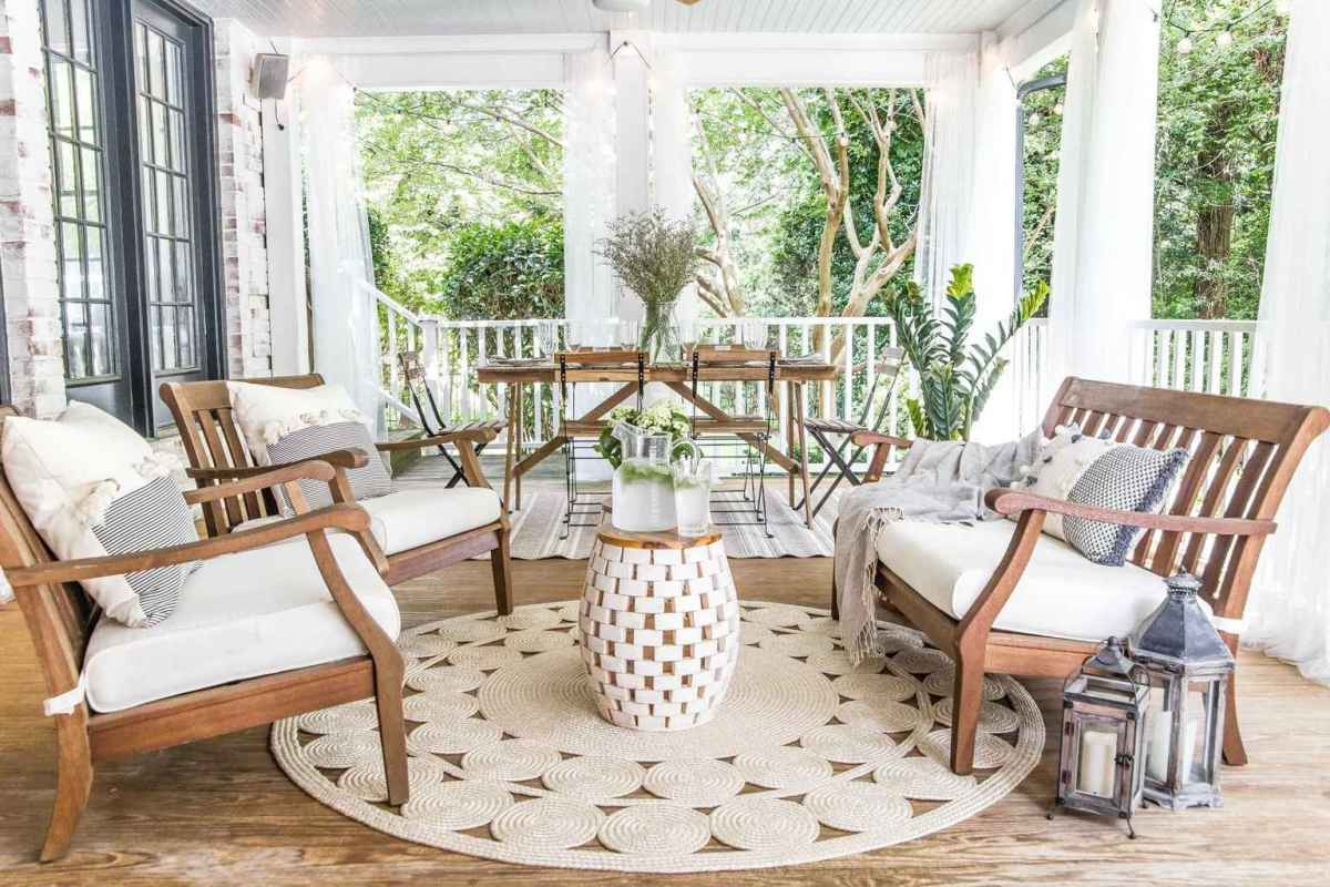 10 Gorgeous Farmhouse Screened In Porch Design Ideas for Relaxing