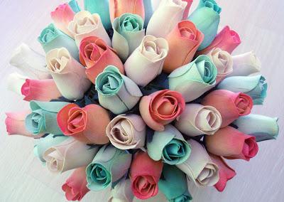 flores artificiales hechas de madera
