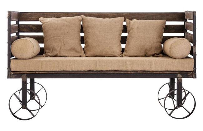 Mueble sofá con ruedas.