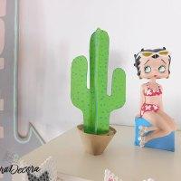 Un cactus hecho a mano con goma EVA